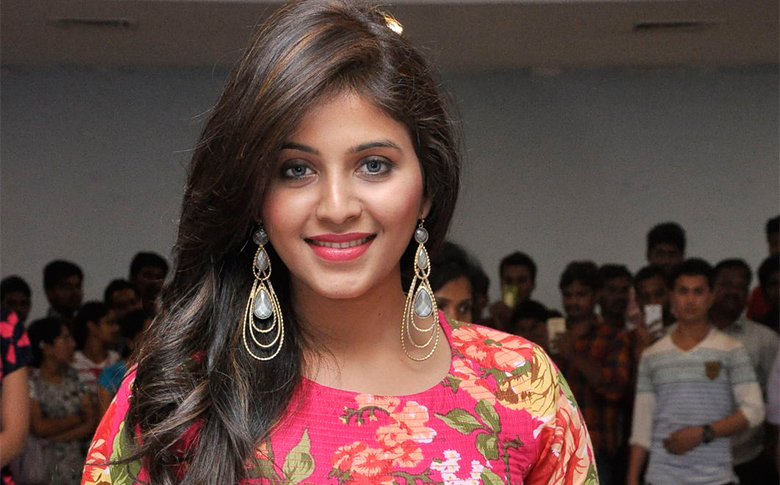 Anjali is making a comeback to Mollywood!!